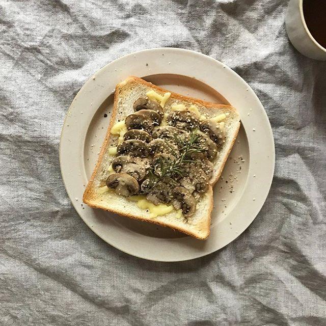 マッシュルームのチーズトースト