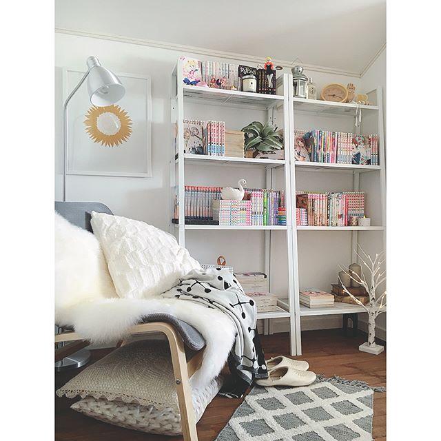 シンプルな本棚を並べて