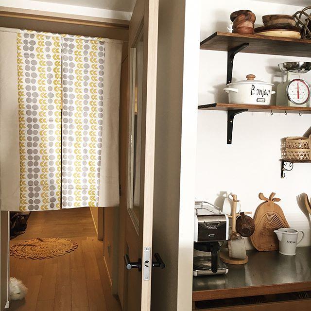 西のキッチンにおすすめアイテム①のれんやカーテン 風水2