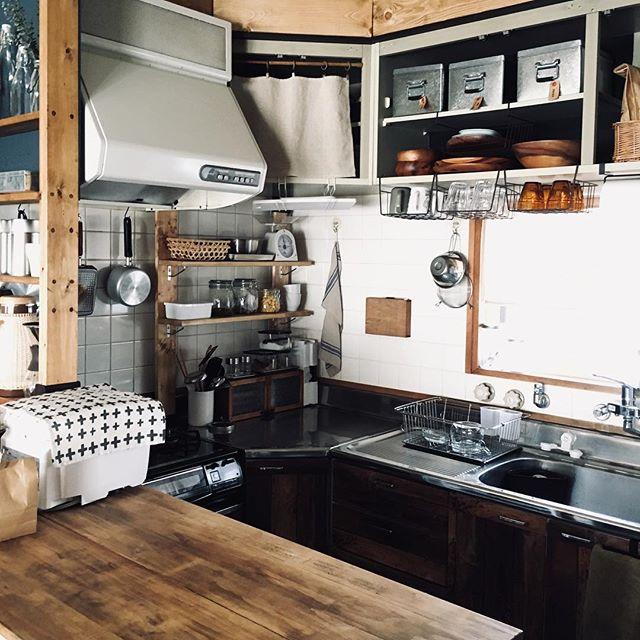 古き良き昭和レトロな要素を取り入れたキッチン