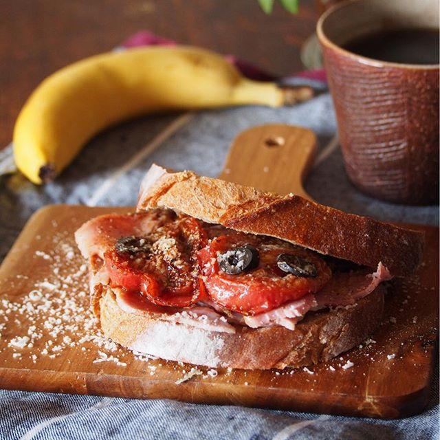 切り落としハムと焼きトマトのサンドイッチ