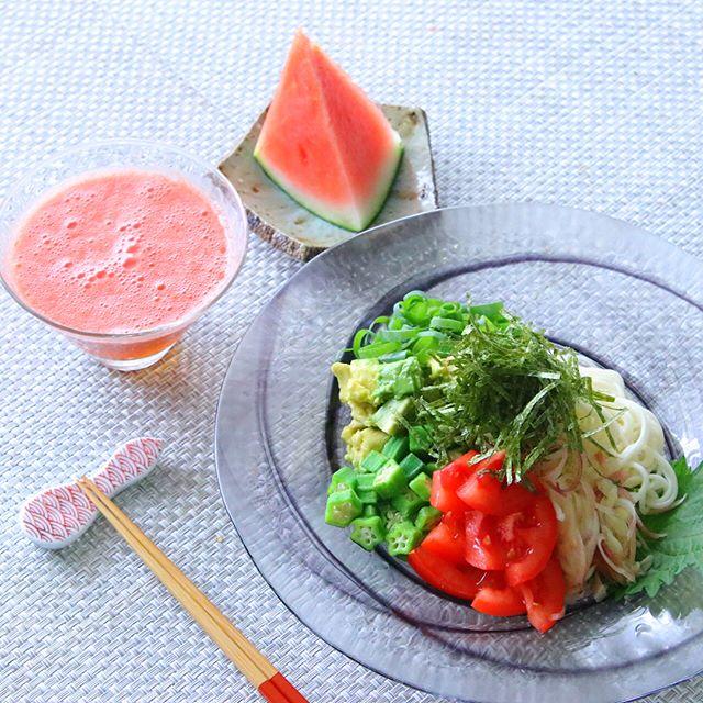 トマトとアボカド・薬味たっぷりのせ冷や麦