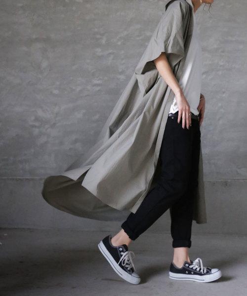 カーキワンピースの羽織りコーデ