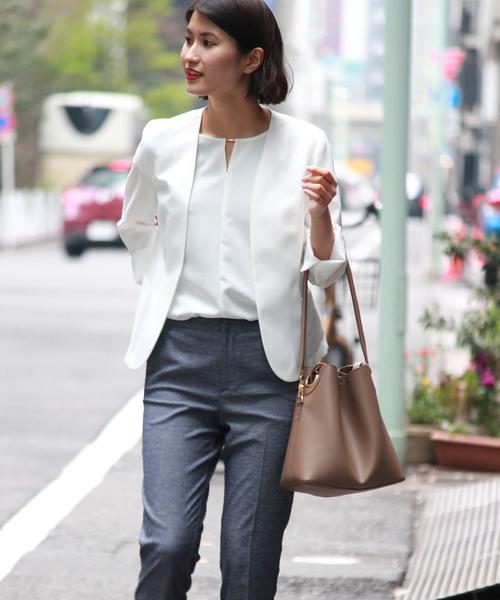 白 ノーカラージャケット