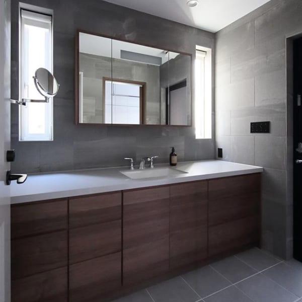 シンプルモダンな洗面所