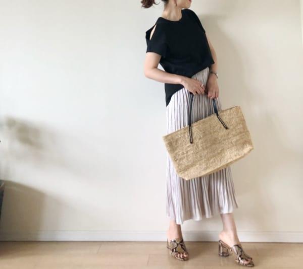 サテンケシプリーツカラースカート