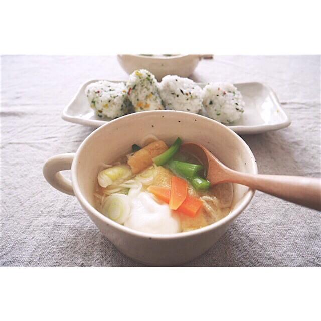 ポーチドエッグの野菜味噌汁