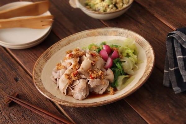 丸ごとレタスの豚しゃぶ温サラダ