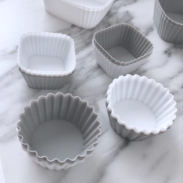 グレーと白の組み合わせが使える♪シリコンおかずカップ