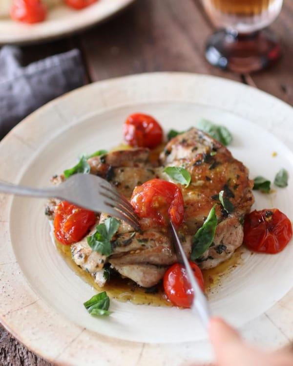 見た目もきれい!鶏肉とトマトのソテー