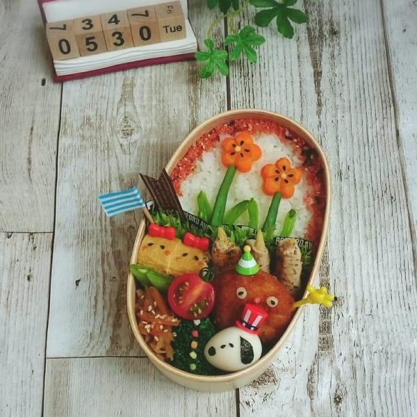 ご飯がキャンバスに!お花がかわいいお弁当
