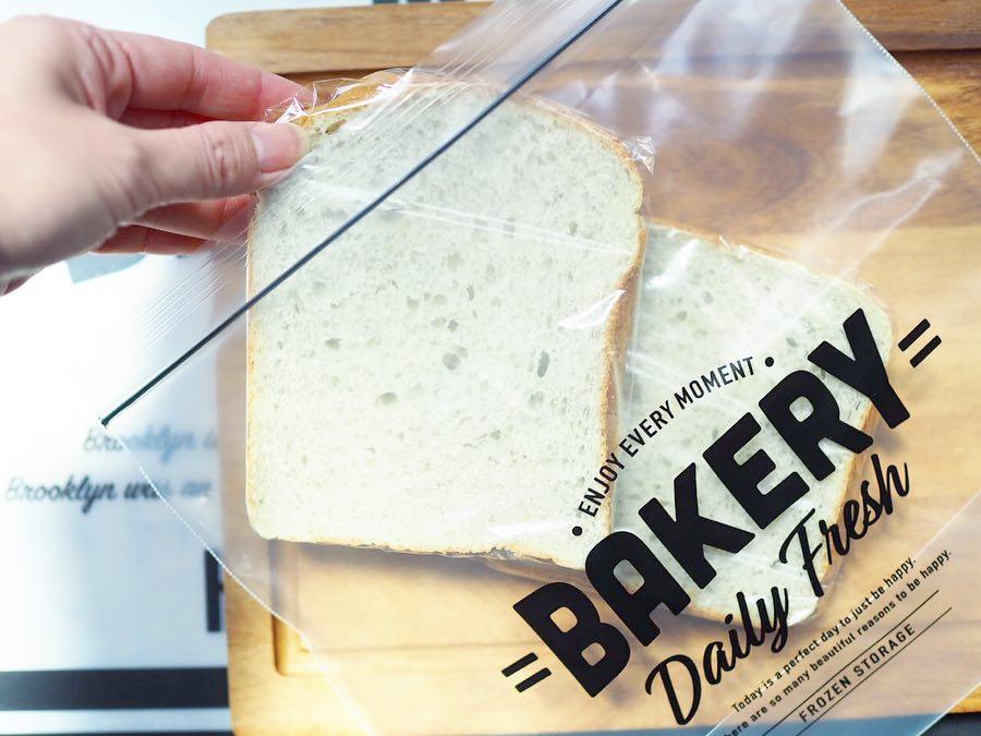 セリアの食パン用フリーザーバッグ