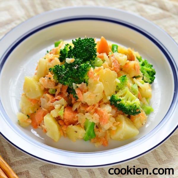 ほぐし鮭とブロッコリーのボリューム満点ポテトサラダ