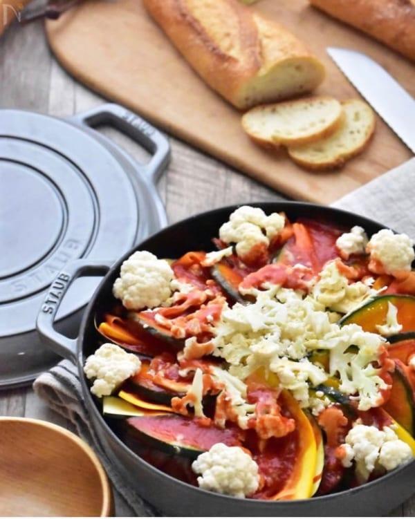 鶏肉と彩り野菜のトマト鍋