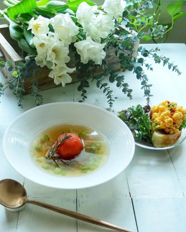 絶品フルーツトマトのコンソメスープ
