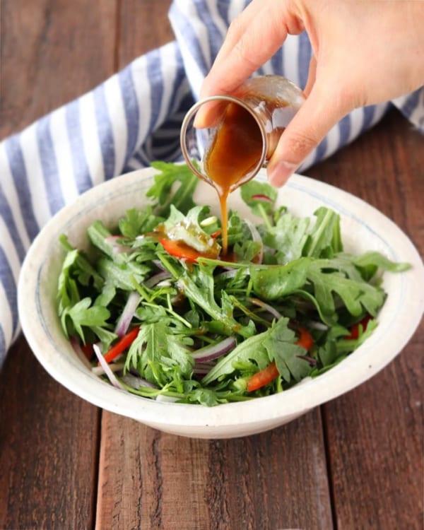 ピリ辛柚子胡椒ドレッシングの和風サラダ