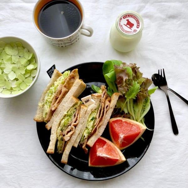生姜焼きとコールスローの和風サンドイッチ