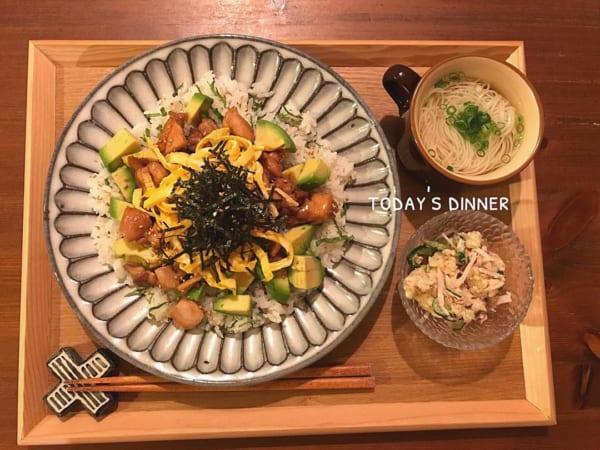 チキンの照り焼きアボカド寿司