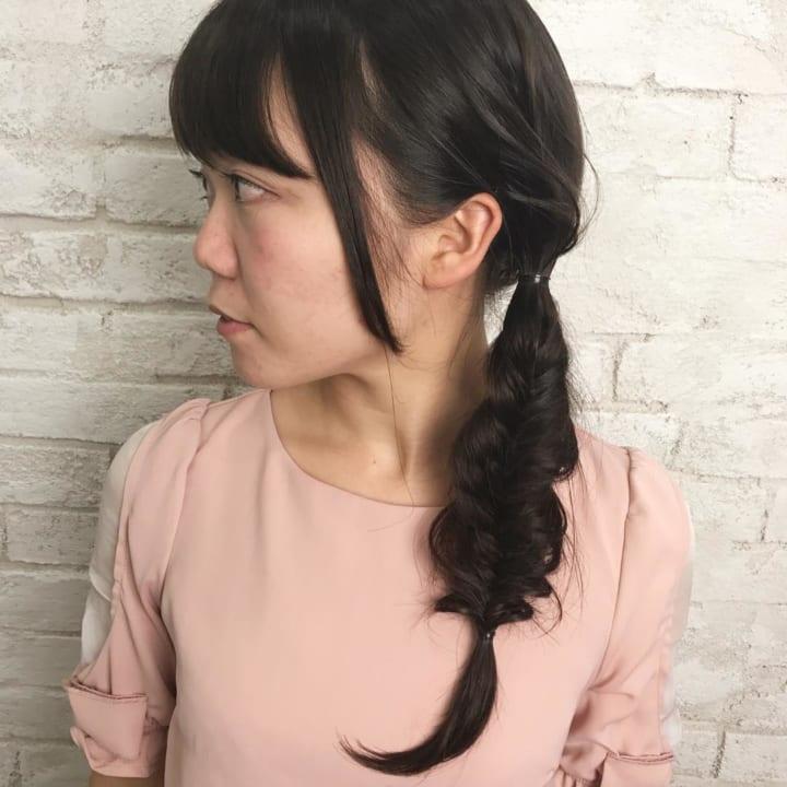 黒髪のサイド三つ編み