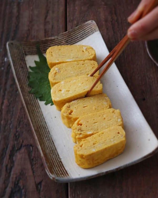 定番おかずのプレーンな卵焼きを入れたピクニック弁当2