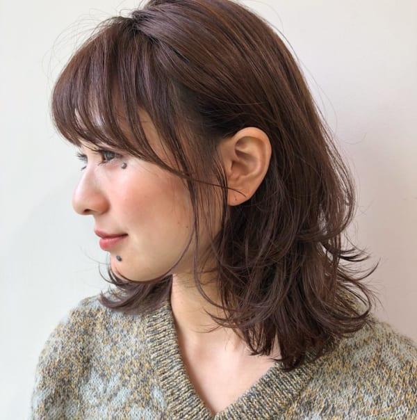 面長さん向けミディアムヘア特集 小顔に見せる30代40代の髪型を