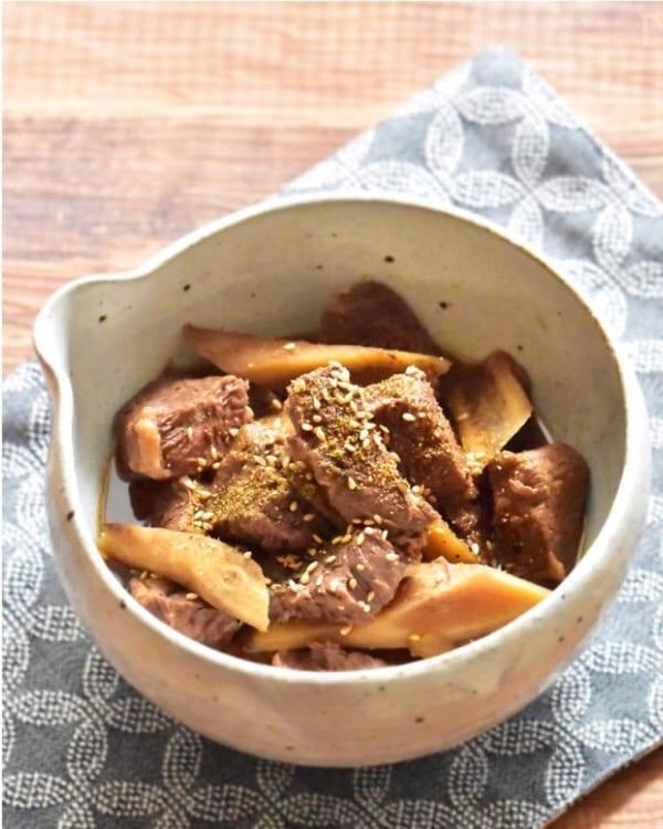 炊飯器に入れて炊くだけ簡単、牛スネ肉とごぼうの甘辛煮