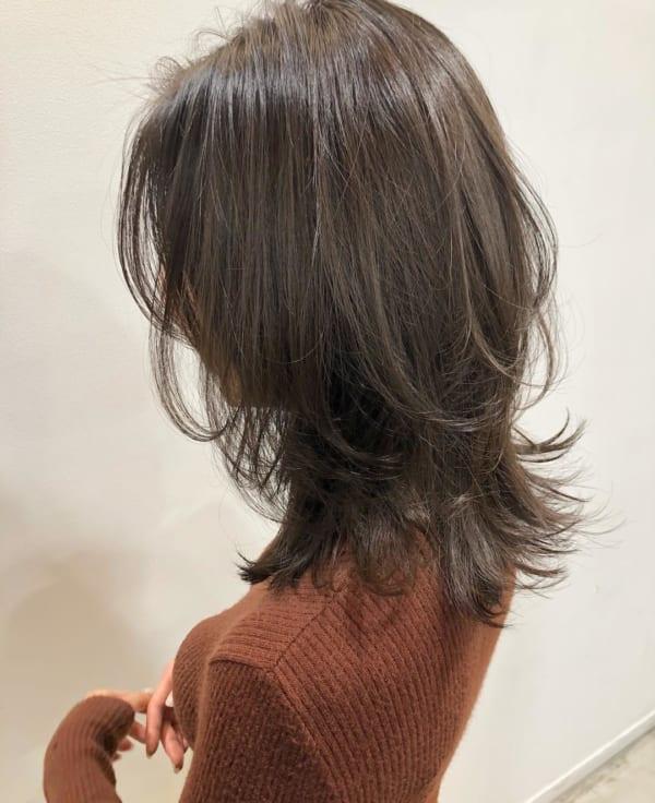 面長さんにおすすめの前髪ありミディアム16