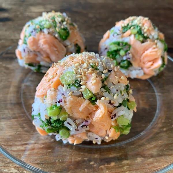 鮭ゆかり菜っぱのおにぎり