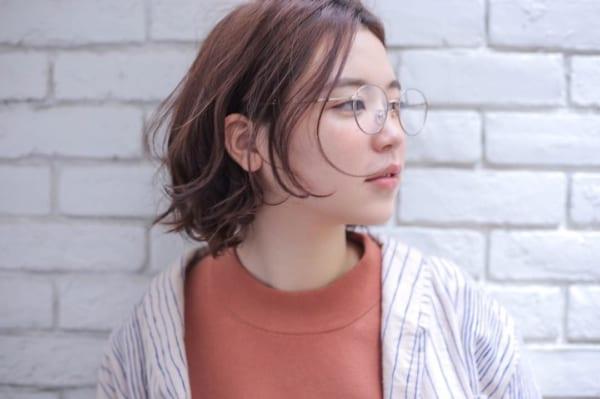 丸メガネに似合う髪型 ボブ2