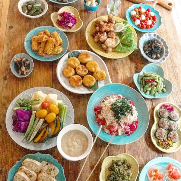 和食で大皿料理のおもてなし