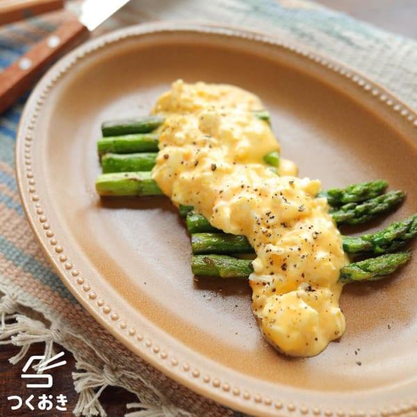 卵ソースの焼きアスパラガス