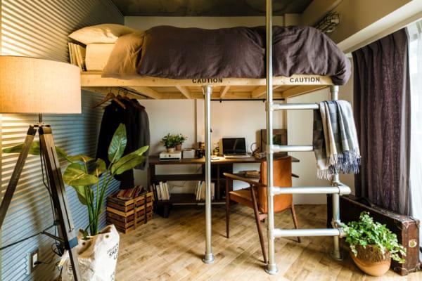 ロフトをベッドにして空間を広く使う