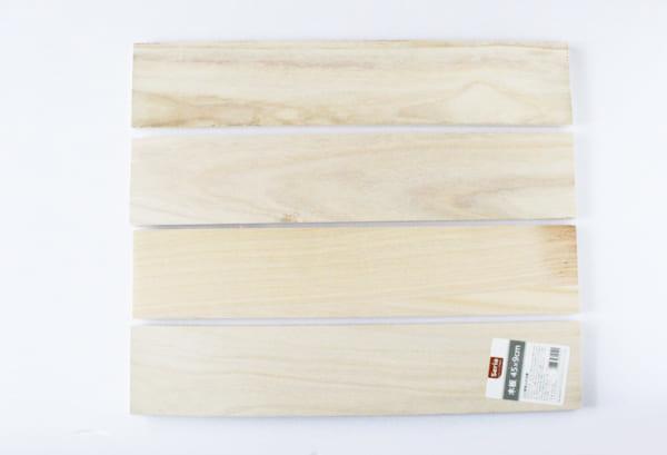 材料はセリアの「木板」4枚だけ!