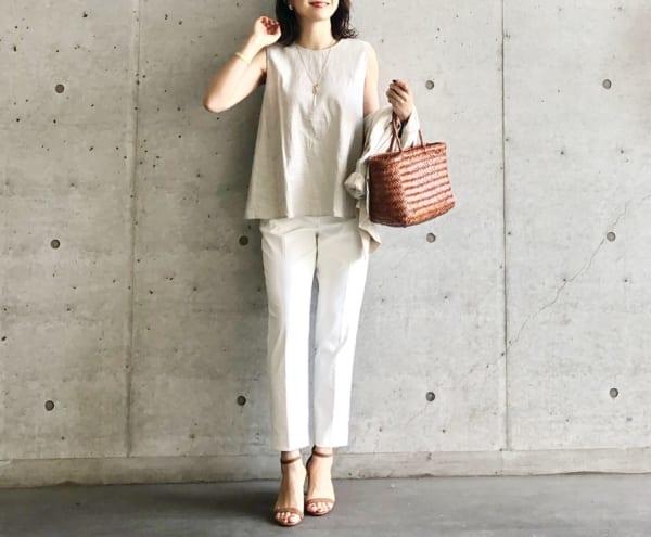 GUコーデ 品ある大人女性に見える配色「ベージュ×ホワイト」