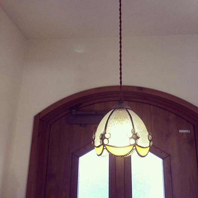柔らかな「アンティーク調デザイン」でホッとできる玄関を2