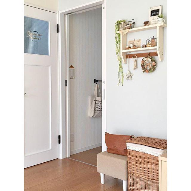 デザインいろいろ!取り付け簡単な壁面収納棚