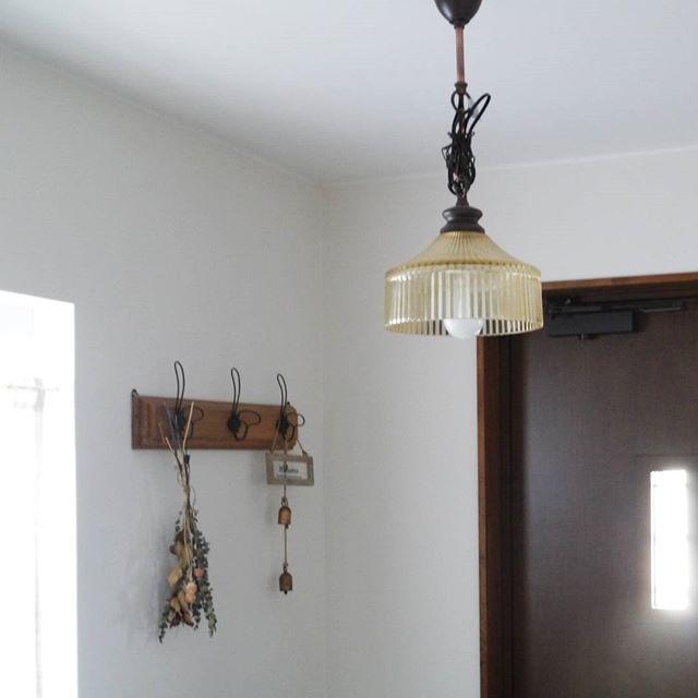 柔らかな「アンティーク調デザイン」でホッとできる玄関を3