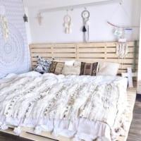 ベッドカバーでお手軽模様替え♪布素材を賢く使ったおしゃれな空間