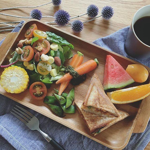 夏野菜たっぷりミートソースのホットサンド
