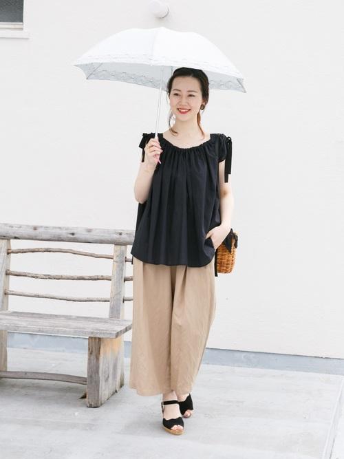 キュートな刺繍デザインがポイントになった折りたたみの日傘