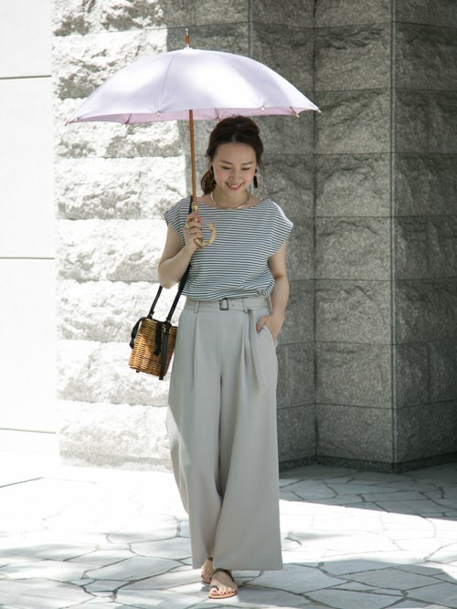 淡いパープルの優しい雰囲気が魅力的な晴雨兼用傘