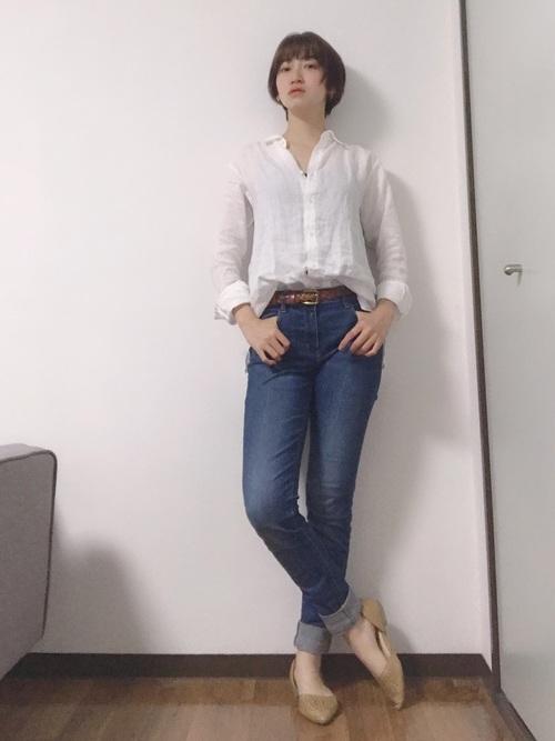 【ユニクロ】の白シャツコーデ5