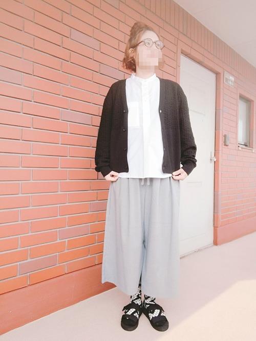 【ユニクロ】グレーワイドパンツコーデ
