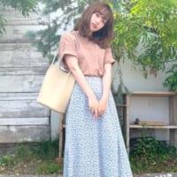 《GU》のフラワープリントスカートが大人気!色別に着回しコーデをご紹介♪