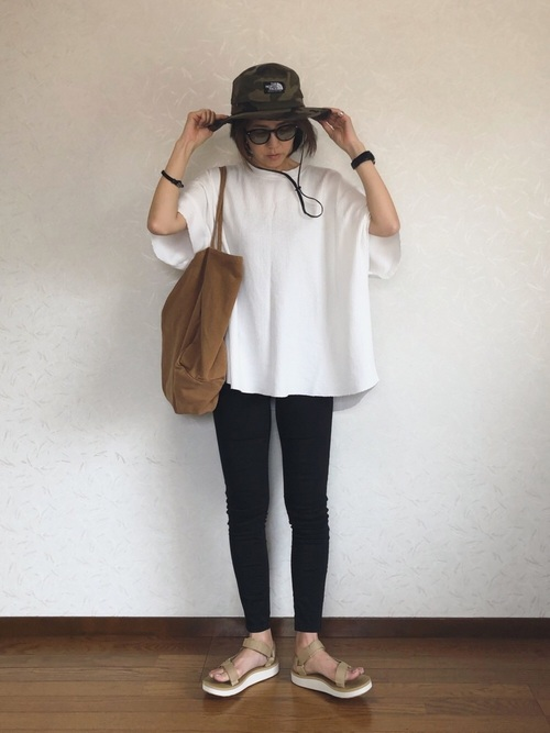 スキニー×BIGTシャツのボーイッシュコーデ2