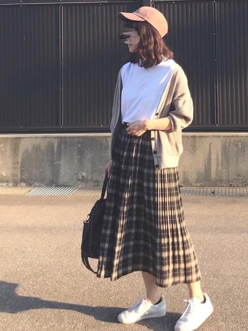 チェック柄スカートでトラッドコーデ
