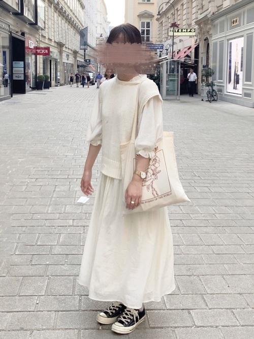 白ニットベストの大人ガーリーコーデ