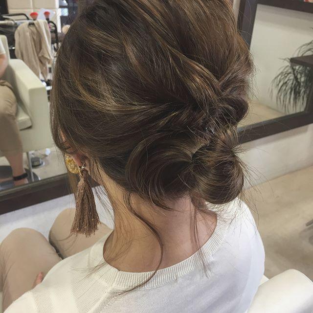 結婚式の髪型《ミディアム×アップヘア》2