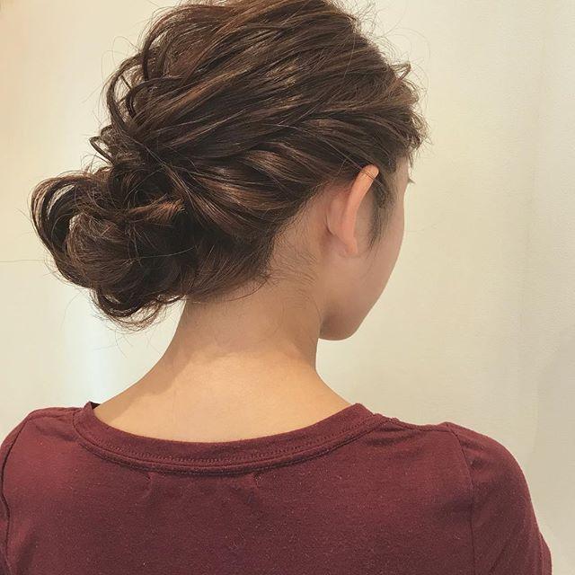 結婚式の髪型《ミディアム×シニヨンヘア》