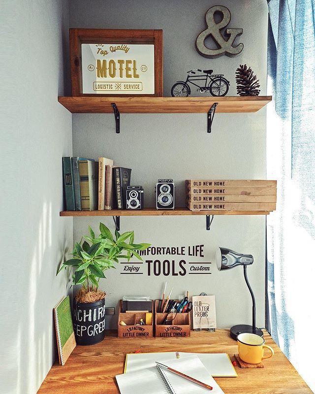 材質やデザインもさまざまな壁面シェルフ2